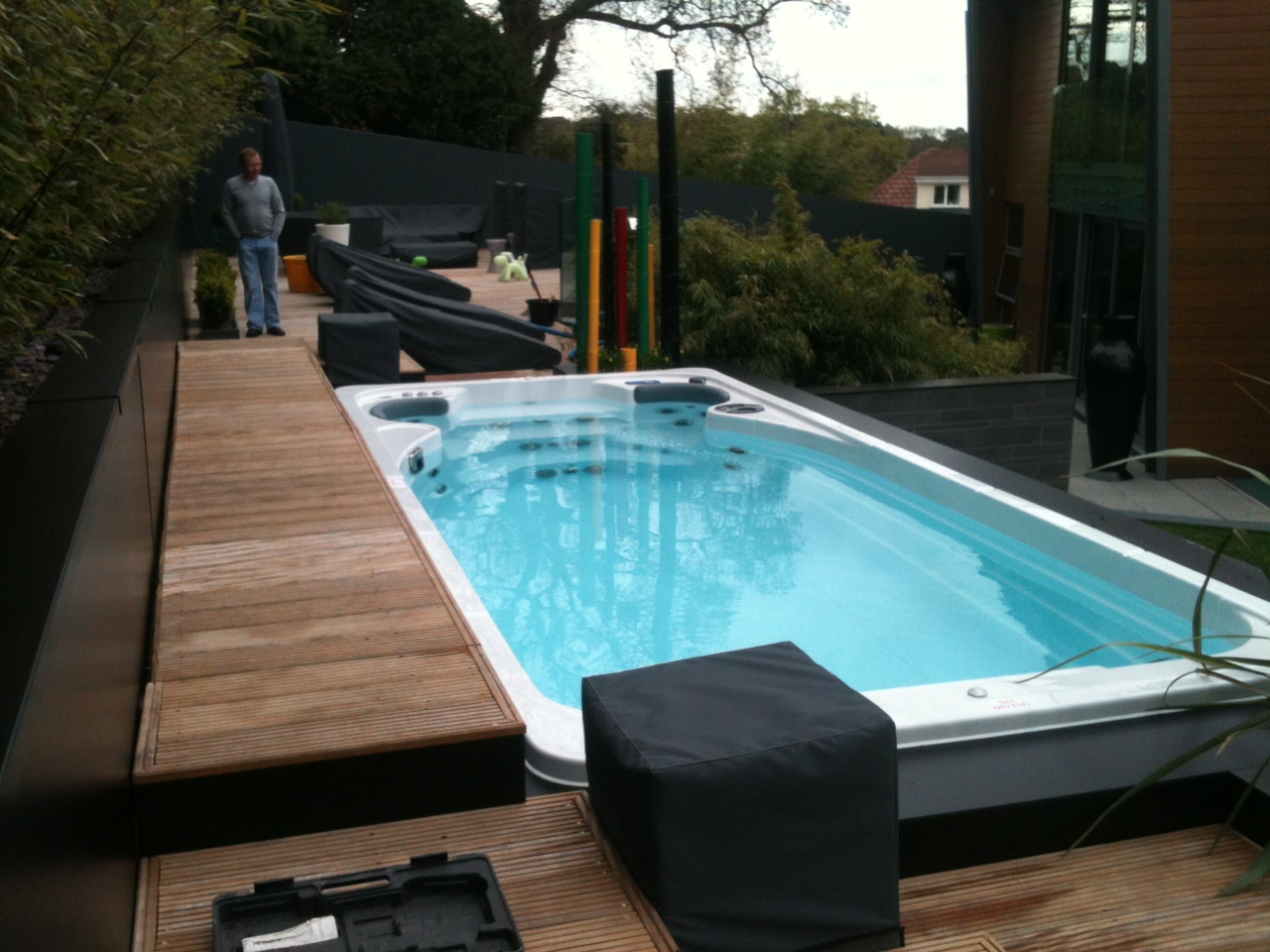 Swimming pool spa 14 fx aquatrainer by hydropool for Spa swimming pool