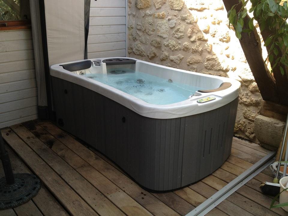 Hydropool hot tubs serenity 2 special edition 2 person for Small hot tubs for small spaces